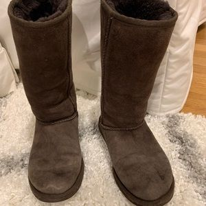 UGG Shoes - Uggs brown